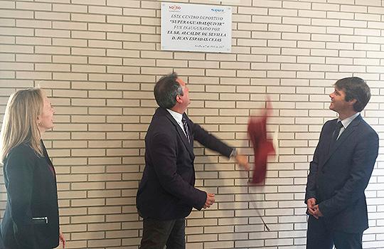 El alcalde de Sevilla inaugura el C. D. Supera Guadalquivir.